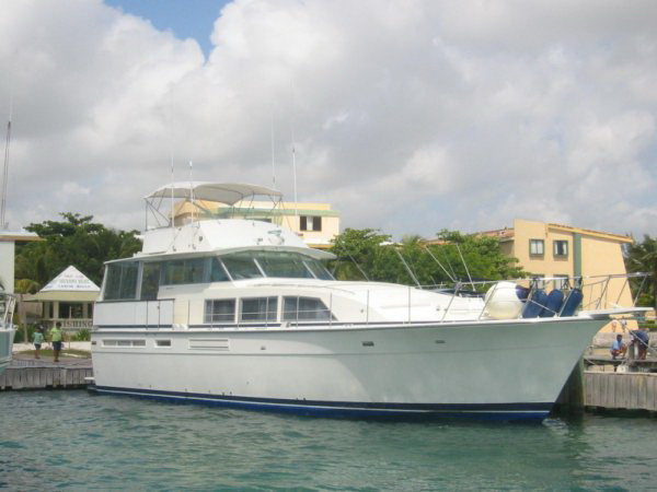 bertram 58' Cancun fishing luxury boat. Rent this yacht for a half day trip ...