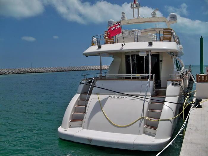 Yacht Azimut 85 back view