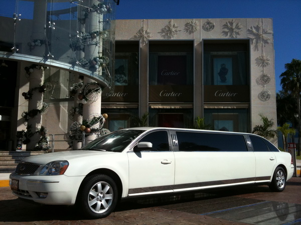 Limousine cancun shopping mall