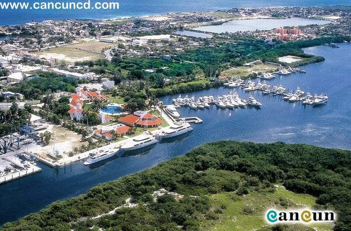 cancum... مدينة سياحية مشهورة عالميا في المكسيك Ae08-marina.jpg
